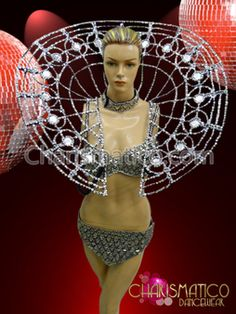 You can order this. Many people wear it in Brazil. I'm not joking. Thank you, Carnival! Costume Carnaval, Carnival Costumes, Dance Costumes, Carnival Ideas, Samba, Stage Show, Showgirls, Headdress, Dance Wear