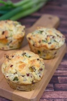 A simple recipe for savory muffins with leek bacon and mozzarella. Because muffins not only taste sweet but also in the savory variety. The post Savory leek bacon muffins recipe appeared first on Tasty Recipes. Bacon Muffins, Savory Muffins, Pizza Muffins, Mini Muffins, Breakfast Party, Breakfast Cups, Toffee Recipe, Food Network Canada, Muffin Recipes