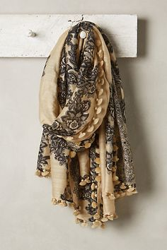 Can you add tassels to the border of the scarves? This will make the scarf look more expensive and give it a bit more weight. Look Fashion, Autumn Fashion, Womens Fashion, Look Boho, Style Outfits, Estilo Boho, Glamour, Bandanas, Passion For Fashion