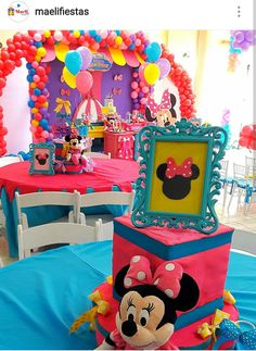 Minnie's Boutique Birthday Party Table Setting and Decor