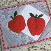 Apples for a Teacher Mug Rug - via @Craftsy
