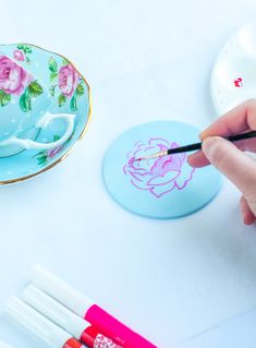tutorial: painting a rose on fondant