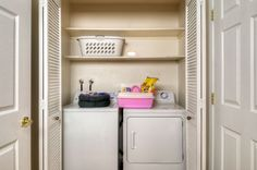 Fully furnished with washer and dryer. SuiteAmerica also provides pet packages and pet friendly communities.