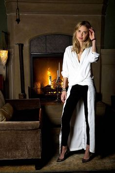 Pernille Teisbaek super duper chic shirt-dress from Swedish brand, Rodebjer. Amazing evening look for a minimalist. Black And White Outfit, Blonde Model, Fashion Articles, City Chic, Couture Collection, Spring Collection, Street Chic, Coaching, Style Me