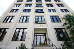 LOFT IMPÉRIAL À LOUER PAR EROS GREATTI Crtr 514 839 2565. 3810 Rue St-Antoine O. #210 Le Sud-Ouest Montréal , H4C 1B4. Superbe condo style loft avec balcon, lumineux et moderne, au Loft Impérial Phase 7. Planchers de bois, belles inclusions, finitions haut de gamme. Accès à 2 terrasses sur le toit, une avec piscine. Proche au marché Atwater, 2 stations de métro, épiceries, écoles et universités, restaurants. Centre-ville n'est qu'à quelques minutes.