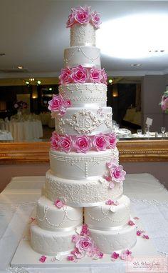 regal wedding cake- wow very beautiful