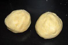 Prajitura grilaj cu mere si budinca de vanilie | MiremircMiremirc Mashed Potatoes, Hamburger, Deserts, Bread, Ethnic Recipes, Food, Romanian Food, Bakken, Whipped Potatoes
