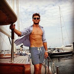 """(Just Kidding — """"Too Low"""" Doesn't Exist) Scott Eastwood"""