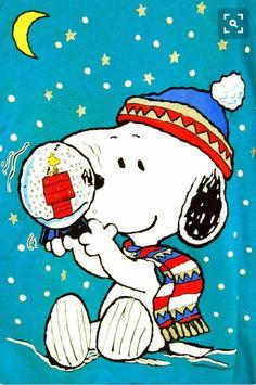 globe - snow globe -snow globe - snow globe - Snoopy The Secret to friendships - bulletin board! Ideas Funny Christmas Cards Friends Seasons Peanuts Christmas Jelz Window Clings - Snoopy Skater Simply Having A Wonderful Christmastime , Snoopy 💜 on . Snoopy Feliz, Snoopy Und Woodstock, Charlie Brown Y Snoopy, Charlie Brown Christmas, Snoopy Images, Snoopy Pictures, Peanuts Cartoon, Peanuts Snoopy, Snoopy Wallpaper