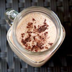 Low-Calorie Chocolate Almond Smoothie Recipe