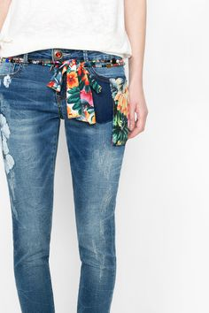 Miami has came to Desigual inspiration too and our designers made it happen with this jeans wearable every day!