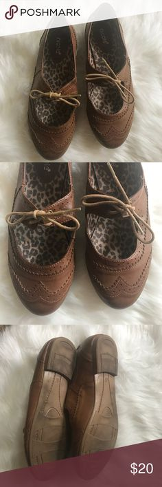 Lace up oxfords Super cute and girly flats. Great used condition. Nicole Shoes Flats & Loafers