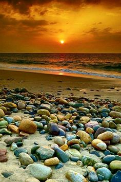 Piedras discovered by Maria Jose on We Heart It Beach Pictures, Nature Pictures, Beautiful Pictures, Sea And Ocean, Ocean Beach, Beach Sunrise, Beautiful Sunrise, Beautiful Beaches, Seen