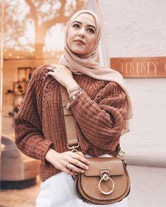 Le Top Fashion Hijab de - Hijab Fashion and Chic Style Hijab Chic, Stylish Hijab, Modest Fashion Hijab, Street Hijab Fashion, Modern Hijab Fashion, Casual Hijab Outfit, Hijab Fashion Inspiration, Muslim Fashion, Top Fashion