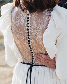 Hoy en el blog mi selección de novias favoritas con toques negros!www.confesionesdeunaboda.com #blog #blogdebodas #novia #bride #boda…