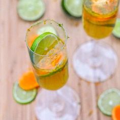Instead of the standard orange juice mimosas make a clementine and lime prosecco mimosa. Tart + lightly sweet and refreshing. A perfect cocktail Smoothie Recipes, Smoothies, Drink Recipes, Clementine Juice, Prosecco Cocktails, Top Recipes, Family Recipes, Delicious Recipes, Yummy Food