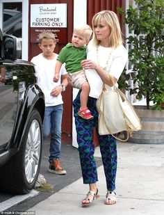 Reese Witherspoon enjoyed lunch at the Brentwood Country Mart in Brentwood, California on May 24, 2014 with her kids and husband Jim Toth