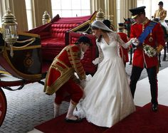 Prince William and Kate arrive at Buckingham Palace after their wedding ceremony. (Getty photo)