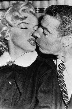 Marilyn Monroe and Joe Dimaggio #famous #wedding #caremony