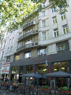 Gottesmann was a celebrity in Vienna and lived here across from the Opera House.