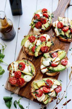 Grilled Avocado Caprese Crostini #avocado #caprese #crostini
