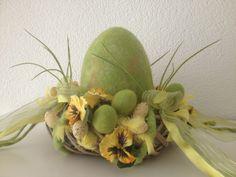 Osterkranz - oh du grünes Ei von Wiesenelfe.de auf DaWanda.com