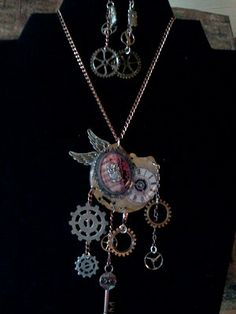 Time Flies by TwinkleandTwilight on Etsy - Steampunk Jewelry