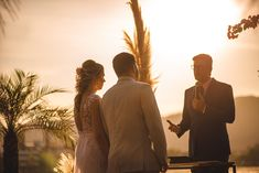#elopement #elopementwedding #wedding #noiva2020 #noiva #noivos #buque #bouquet #casamento #pordosol #casamentoaoarlivre #recemcasados #casamentoadois #fugindoparacasar #fugindopracasar #casei Elopement Wedding, Elope Wedding, Couple Photos, Couples, Newlyweds, Running Away, Outside Wedding, Grooms, Couple