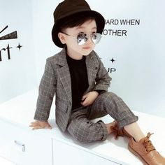 Boy'S suit set 2018 new style korean style fashion children's three piece suit big boy flower Boys Dressy Outfits, Little Boy Outfits, Baby Boy Outfits, Boys Suit Sets, Kids Suits, Toddler Boy Fashion, Kids Fashion, Style Fashion, Baby Boy Suit