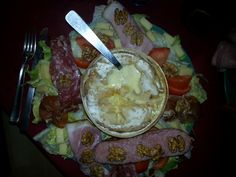 mont d'or, Vins, ail, pomme de terre, Charcuterie, salade