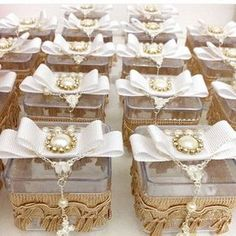 38 super ideas for baby cards christening Chocolate Wrapping, Baby Boy Baptism, Islamic Gifts, Girl Themes, Party Decoration, Wedding Favor Boxes, Bottle Bag, First Communion, Baby Cards