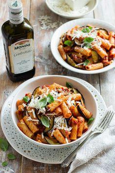 Pasta alla norma - sycylijski makaron z bakłażanem i pomidorami Diet Recipes, Dessert Recipes, Pasta, Lunch To Go, Sicilian, Kung Pao Chicken, Eggplant, Food Porn, Food And Drink
