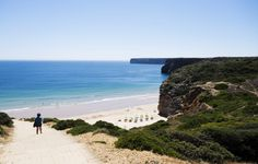 Praia Mareta, centrally located in Sagres, suitable for families, down there you'll find a decent bar and restaurant.And as usual water temperature is between 7-9 degrees.