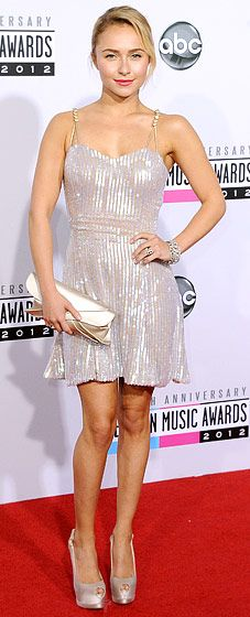 Hayden Panettiere paired her Giorgio Armani dress and purse with Giuseppe Zanotti heels at the AMAs Nov. 18.
