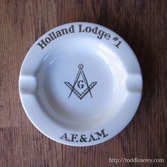 直角定規は道徳・コンパスは真理 / Vintage Ash Tray of Freemasonry Holland Lodge #1  フリーメイソン、ホーランド・ロッジ#1のアッシュトレイ。  #アンティーク,#イギリス,#灰皿,#フリーメイソン,