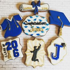 Congratulate your young graduate with these beautifully decorated gaduation cookies. Take inspiration from these best graduation cookies ideas rigth here. Iced Cookies, Cut Out Cookies, Cute Cookies, Royal Icing Cookies, Sugar Cookies, Graduation Desserts, Best Graduation Gifts, Graduation Cookies, College Graduation