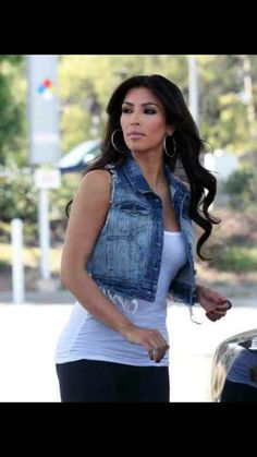 One of my favorite Kim looks.  Simple but sexy.