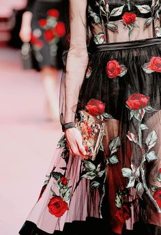 Dolce & Gabbana Fall 2015 Ready-to-Wear Collection Photos - Vogue Pink Fashion, Fashion Week, Colorful Fashion, Runway Fashion, Fashion Show, Milan Fashion, Dolce & Gabbana, Mode Rose, Style Haute Couture
