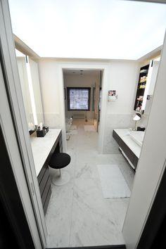 Honed #Volakas #marble flooring within high end bathroom