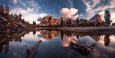Espelho d'água nas Dolomitas, parte das Montanhas Pálidas localizadas nos Alpes orientais no norte da Itália