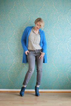 Glam up your Lifestyle : Blaue Strickjacke mit grau kombiniert