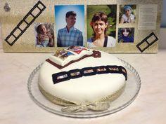 Um bolo, um quadro, um aniversario feliz!