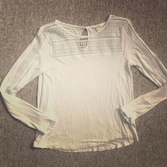 🎉 Host Pick!!! 🎉 💖 H&M White Long Sleeve Top 💖 Only worn and washed once. So cute and versatile! A great way to jazz up your white tee game :) H&M Tops Tees - Long Sleeve
