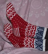 Ravelry: Jorid's Christmas Heart socks pattern by Jorid Linvik