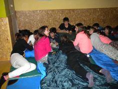Llegó la hora de descansar, aunque los jóvenes estuvieron conociéndose e intercambiando opiniones hasta las tres de la madrugada. http://lasalamandrasiguenza.wordpress.com/2013/10/18/i-encuentro-de-centros-jovenes-de-alovera-y-la-salamandra-de-siguenza/