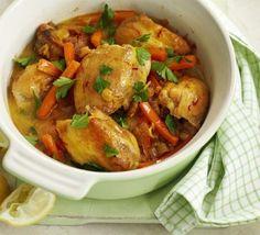 Las comidas que se hacen en una misma olla son ideales para personas ocupadas. Acompañe con cuscús o con arroz blanco para una comida completa.