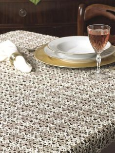 FreePatterns.com Pattern | Requires Login || Irish Cream Tablecloth