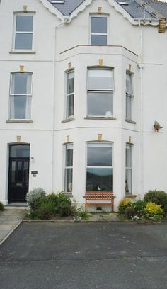 The Waves Holiday Apartment, Bude, Cornwall, England. Self Catering Holiday Accommodation in Britain.