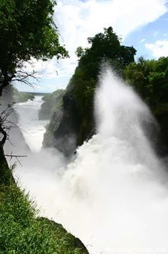 It's hard to capture the immense power of Murchison Falls (#Uganda) in a photo - but this gives a glimpse of it