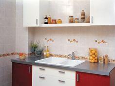Es importante mantener un orden en las #cocinas pequeñas e intentar dejar alguna #pared libre para conseguir mayor amplitud del espacio. Línea España de #Interceramic.